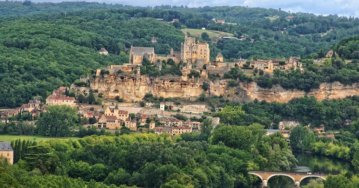 Photo Perigord Chateau Beynac et Cazenac Illustration département de la Dordogne 24 BGE Sud-Ouest