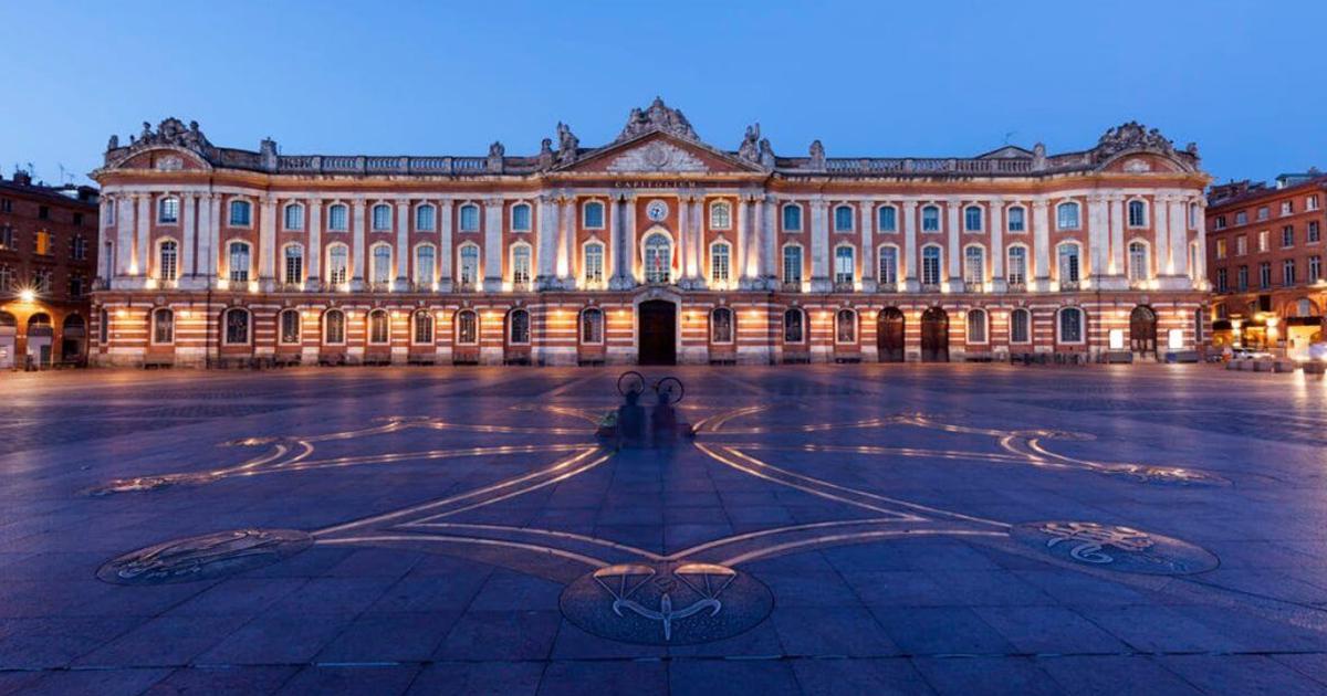Photo de la place du Capitole de Toulouse Illustration département de la Haute-Garonne 31 BGE Sud-Ouest